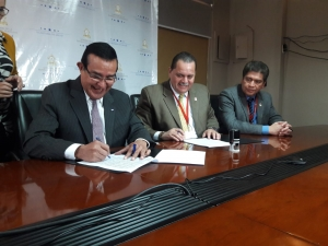 Salud y Cruz Roja firman carta de intenciones en beneficio de los pacientes del Hospital de Trauma